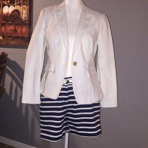 Banana Republic white blazer with Náutica shorts